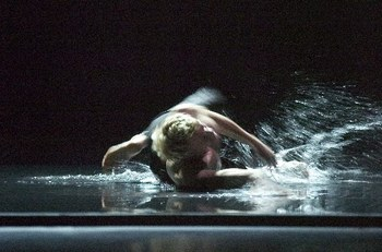"""Compañía Nacional de Danza.  """"Alas"""" (2006). Foto: Fernando Marcos"""